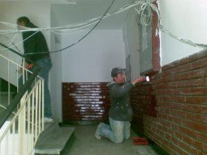 vopsit caramida ornament, casa scarii iasi, reparatii scara blocului, varuit in bloc, curatenie in bloc