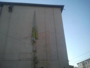 alpinism utilitar iasi, fatada cladire, montat banner sau mesh iasi, alpinisti iasi